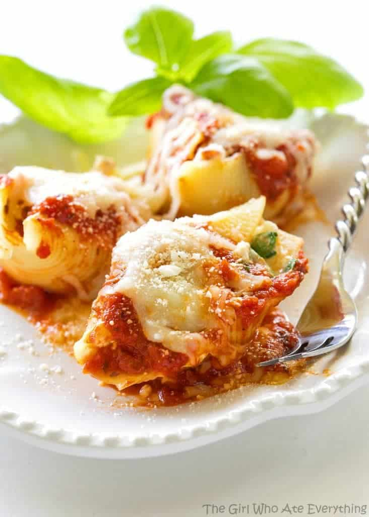 Chicken and Spinach Stuffed Shells - great flavor and makes a ton! I always make this for company. the-girl-who-ate-everything.com