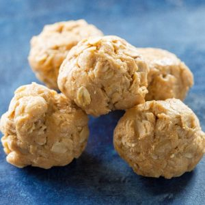 Healthy Peanut Butter Balls - simple ingredients in these little snacks. Great for kids and adults.