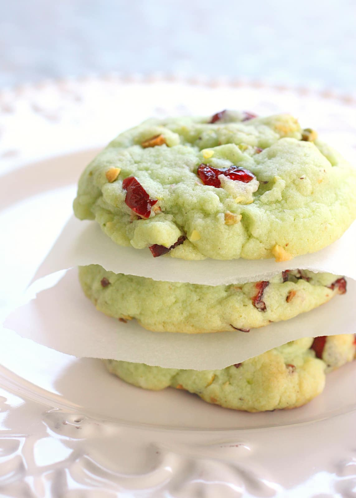 Cran Pistachio Cookies - festive and delicious! the-girl-who-ate-everything.com