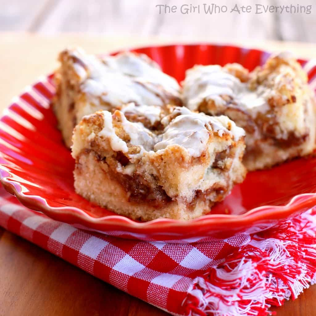 This Apple Streusel Coffee Cake recipe is full of cinnamon apple flavor and big enough to feed a crowd.  No cake mix here. This one starts from scratch!