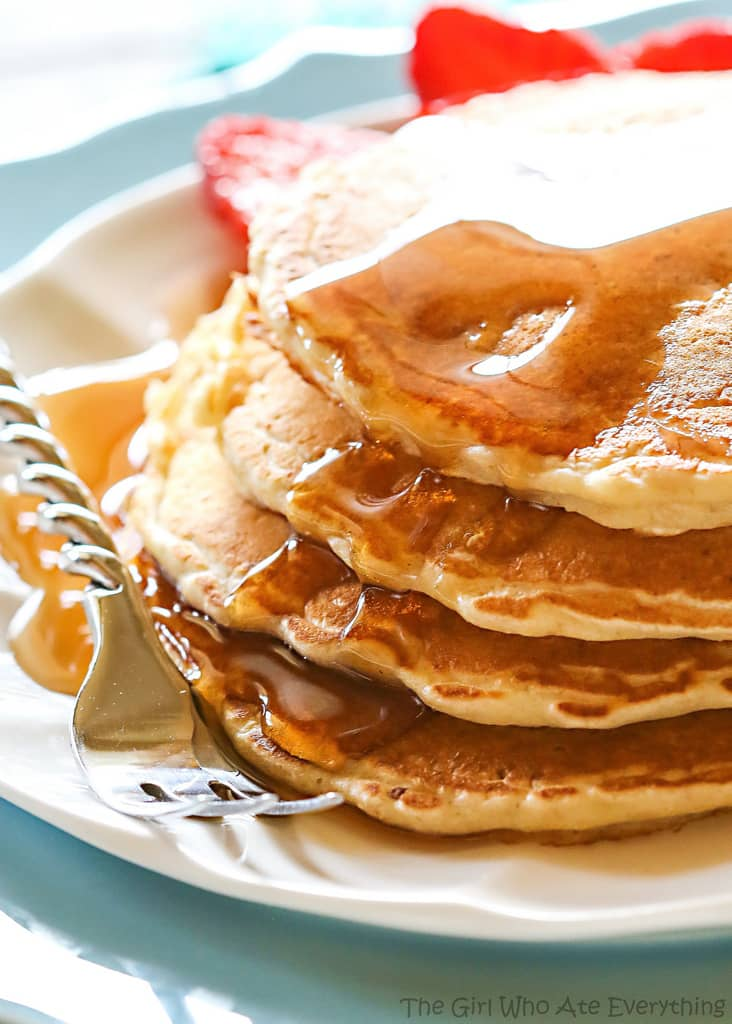 Healthy Oatmeal Pancakes - a hearty pancake recipe from the Duggar family. If all 19 of their kids approve, yours should too!