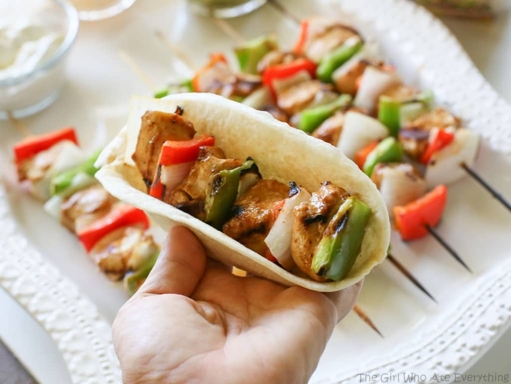 These Fajitas on a Stick are a fun way to serve fajitas. Everyone gets their own skewer! the-girl-who-ate-everything.com