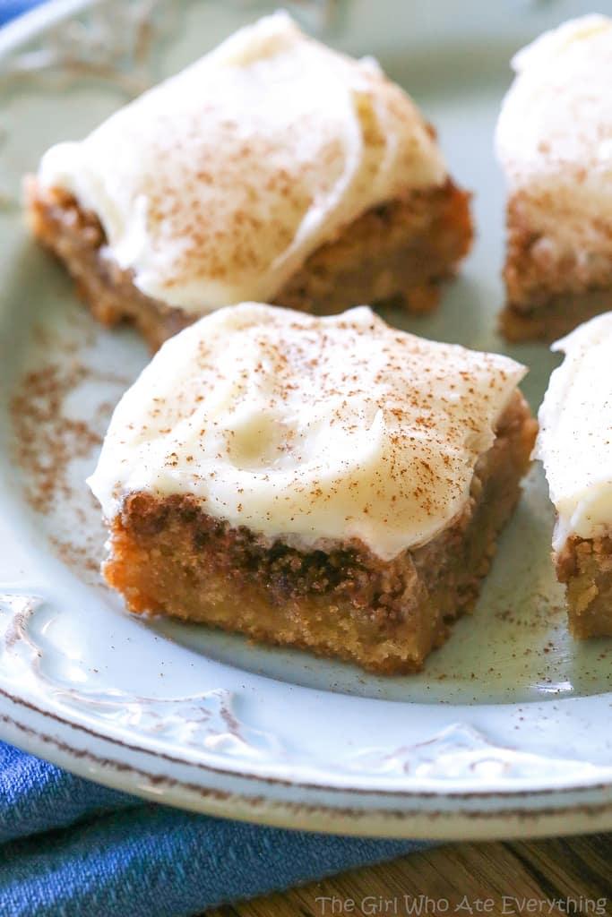 Cinnamon Roll Blondies - blondies with brown sugar and cinnamon ...