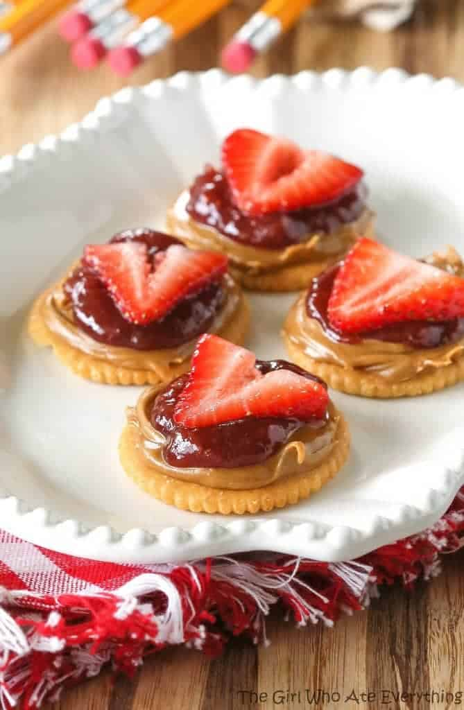Double Strawberry Cookie Butter Bites - These may sound simple but they are so scrumptious! the-girl-who-ate-everything.com