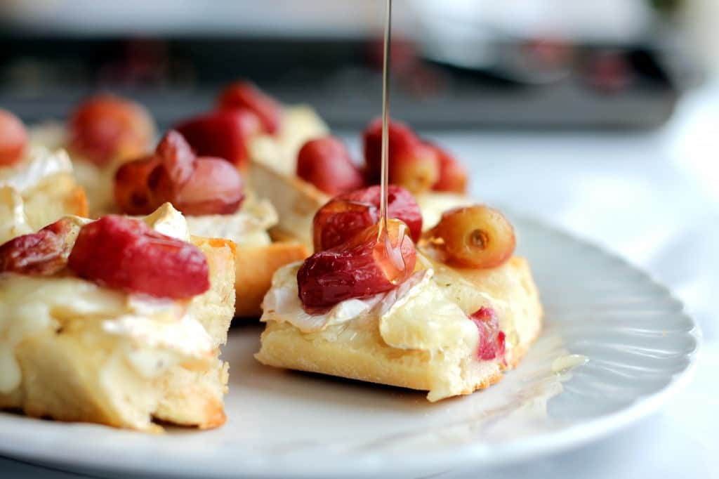 Bacon Jam Crostini With Melted Brie And Roasted Tomatoes Recipe ...