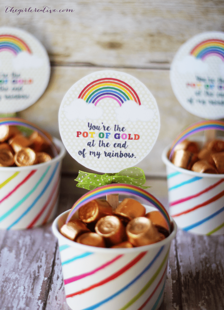 You're the pot of gold at the end of my rainbow -St. Patrick's Day Pot of Gold Treats are a great way to put a smile on your kid's face on March 17.