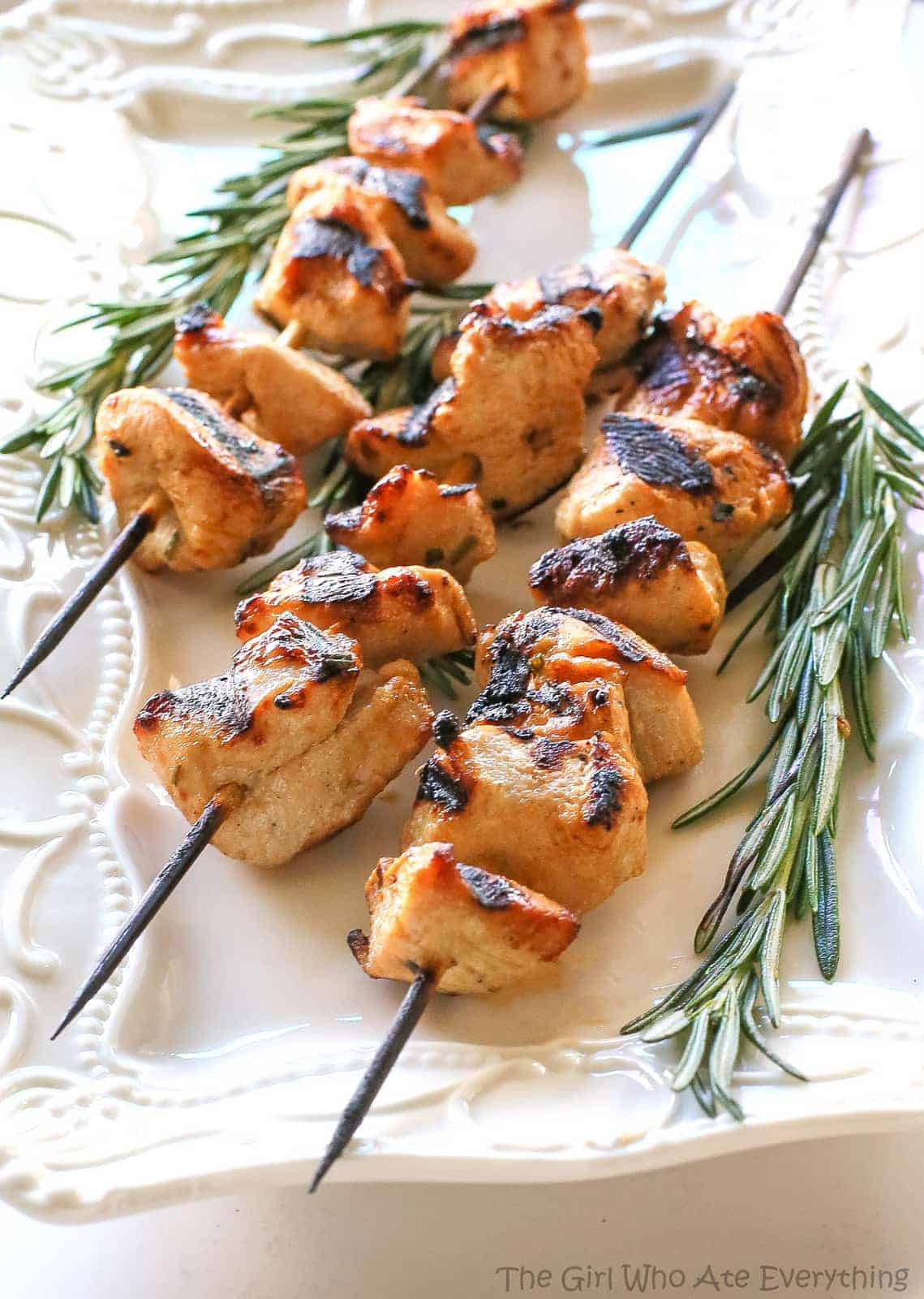 Rosemary Ranch Chicken Kabobs - the-girl-who-ate-everything.com