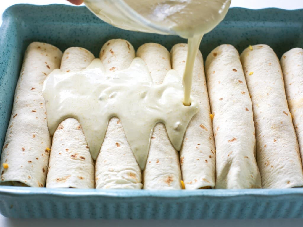 TheGirlWhoAteEverything_ChorizoBreakfast_Enchiladas_Step7_Horizontal
