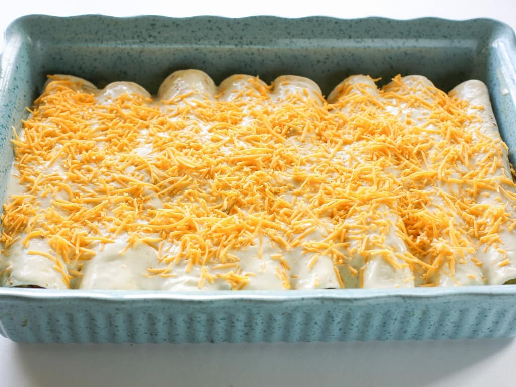 TheGirlWhoAteEverything_ChorizoBreakfast_Enchiladas_Step9_Horizontal