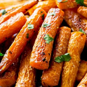 Roasted Carrots - easy and so good! the-girl-who-everything.com