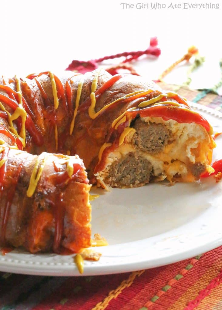 Bacon Cheeseburger Monkey Bread - layers of cheese, bacon, meatballs, and dough. the-girl-who-ate-everything.com