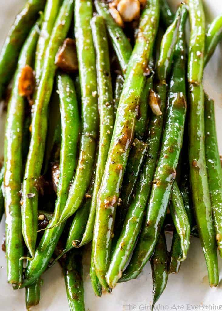 Heavenly Green Beans - this Asian inspired sauce will make you beg for more. the-girl-who-ate-everything.com