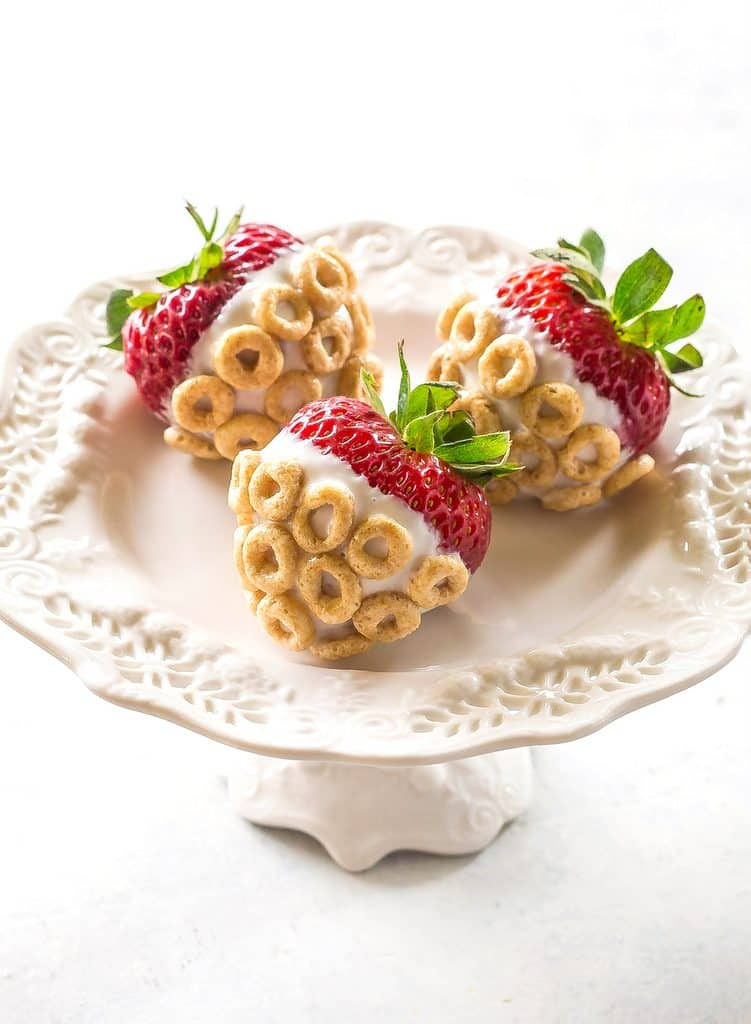Yogurt-Dipped Cheerios Strawberries - a healthy snack to keep the kids fed during summer! the-girl-who-ate-everything.com