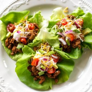 Easy Taco Lettuce Wraps - a low-carb version of taco night! the-girl-who-ate-everything.com