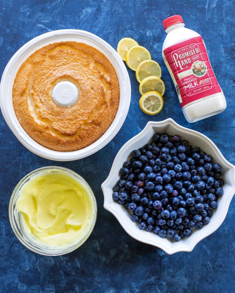 This Lemon Blueberry Trifle is layers of angel food cake, lemon pudding, and blueberries. A crowd pleasing dessert! the-girl-who-ate-everything.com