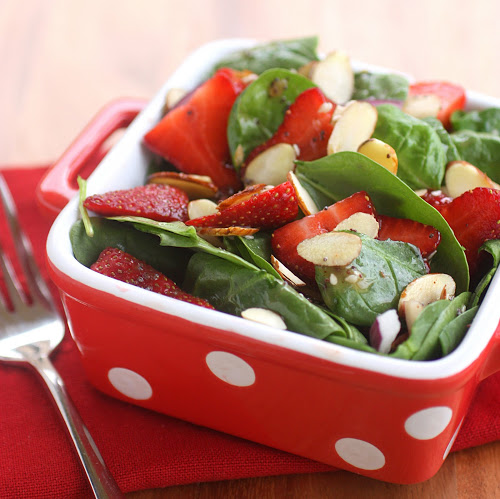 Strawberry Spinach Salad with almonds