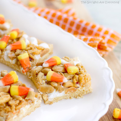 These Scarecrow Treats are a recipe you can make every Halloween. Packed with candy corn and nuts for a sweet and salty treat. the-girl-who-ate-everything.com