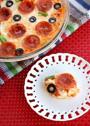 Dragon.Fly: Hot Pizza Dip with bread