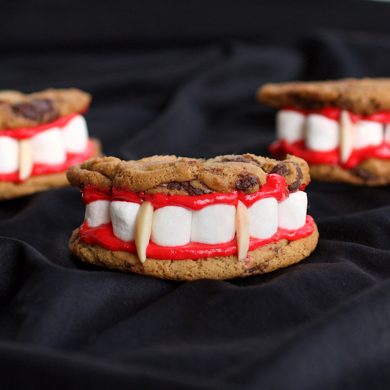 Hardly Housewives: Creative Halloween Desserts