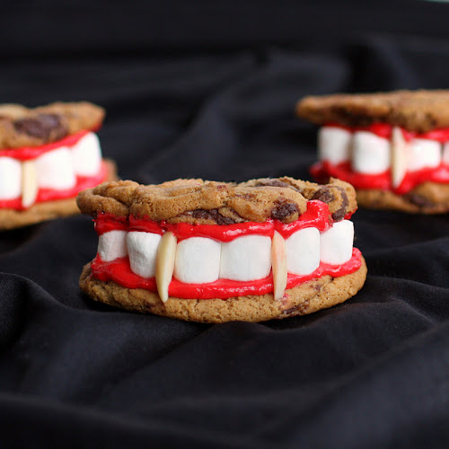 These Dracula Dentures are clever and tasty. This is a recipe that's not only fun to look at but good to eat. the-girl-who-ate-everything.com