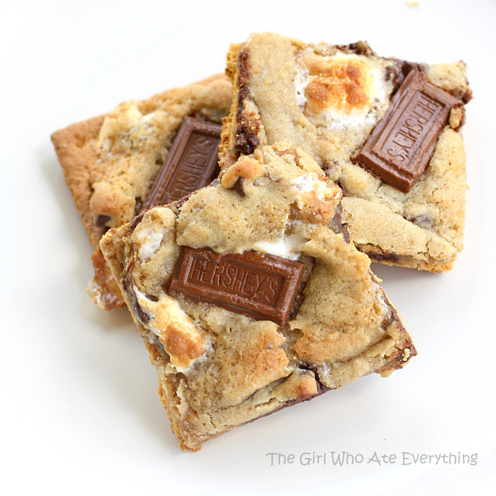 These S'mores Cookies have a graham cracker base with a chocolate ...