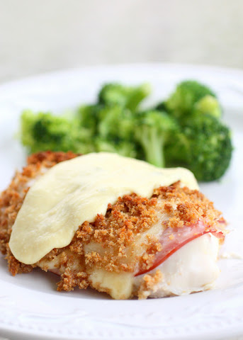 This Easy Chicken Cordon Bleu is one of the best chicken dishes that I make. the-girl-who-ate-everything.com