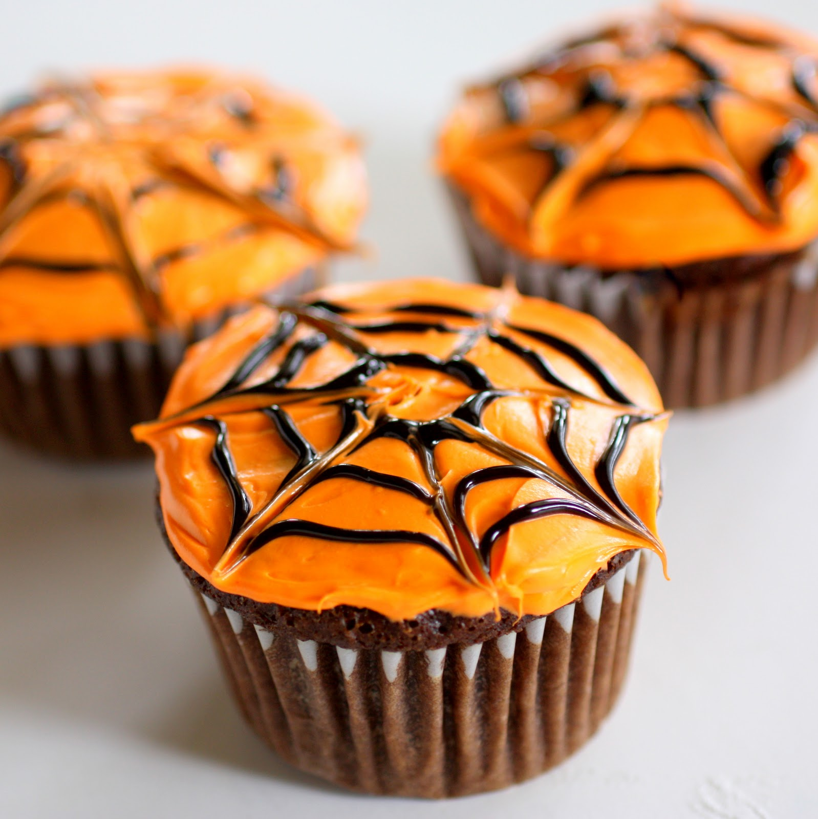 spiderweb cupcakes the girl who ate everything. Black Bedroom Furniture Sets. Home Design Ideas